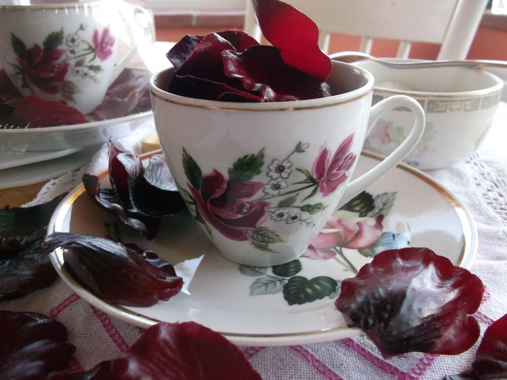 Burgundy Vintage Tea-cup with petal soap